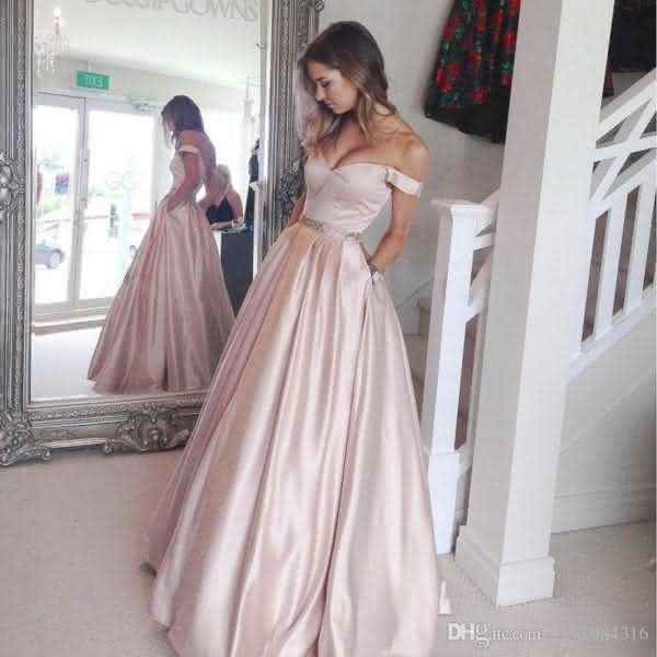 4c064b522d Os vestidos de gala 2019 simples abrangem diversos estilos
