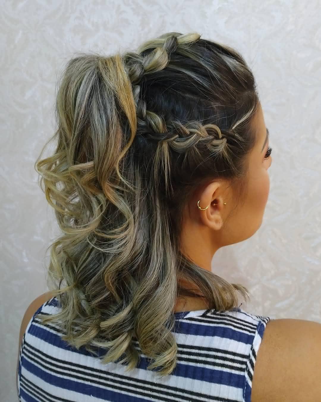 Penteados com topetes em cabelo pequeno