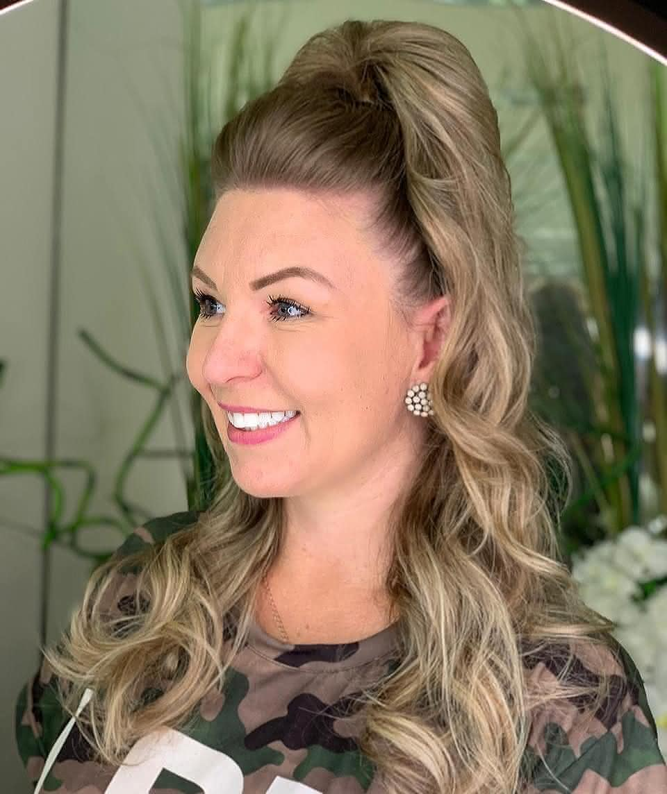 Modelos de penteados com topete 2020