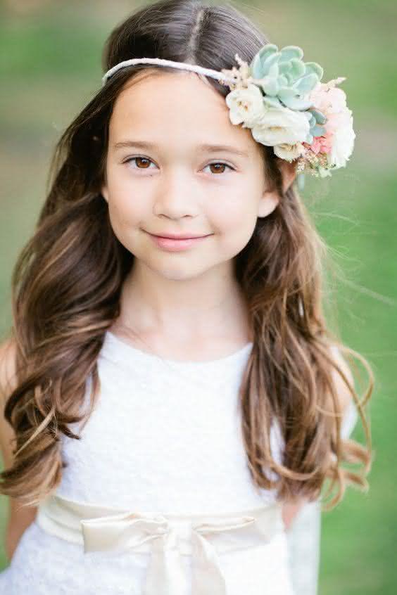 Penteado Infantil simples com flor